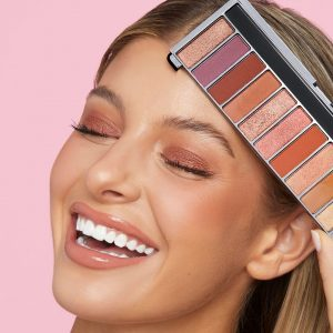 Ashley product modeling with an eye pallet for Rimmel