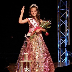 Barbizon Wisconsin grad Erica Barlament was crowned the 2017 UNM Wisconsin Jr. Teen
